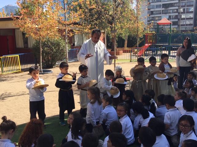 Pre-Escolar …Compartiendo el Pan en Semana Santa.